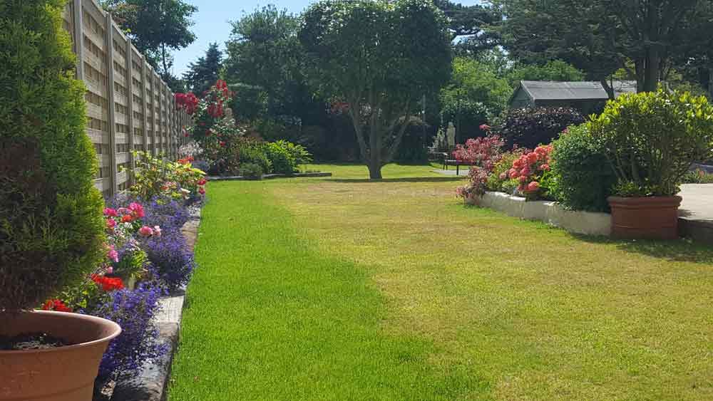 Garden maintenance bernie 39 s gardening services for Landscape gardening services